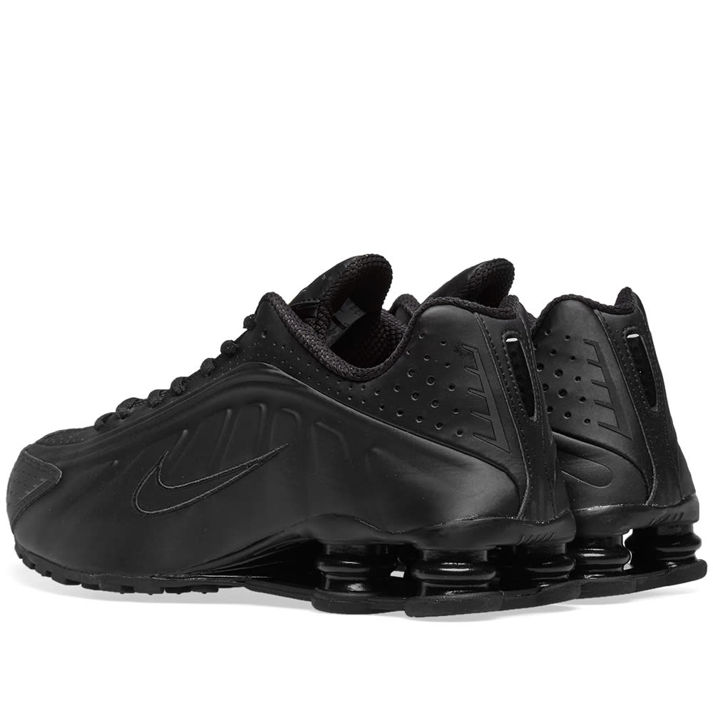 huge discount 5b378 7fadb Nike Shox R4 in Triple Black